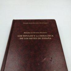 Livres d'occasion: LOS TÍTULOS Y LA HERÁLDICA DE LOS REYES DE ESPAÑA. Lote 191075753