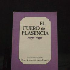 Libros de segunda mano: EL FUERO DE PLASENCIA. ESTUDIO LINGÜISTICO Y VOCABULARIO - M. DEL TRÁNSITO VAQUERO RAMÍREZ. Lote 192792310