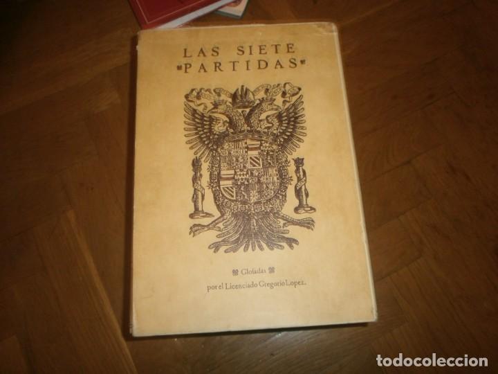 Libros de segunda mano: Las Siete Partidas del Sabio Rey don Alonso el Nono facsimil 1555 3 vols estuche 1974 BOE - Foto 2 - 194198667