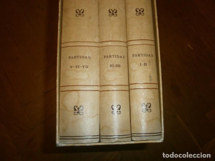 Libros de segunda mano: Las Siete Partidas del Sabio Rey don Alonso el Nono facsimil 1555 3 vols estuche 1974 BOE - Foto 4 - 194198667