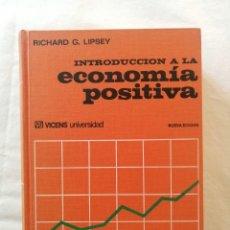 Libros de segunda mano: LIBRO INTRODUCCION A LA ECONOMIA POSITIVA RICHARD G. LIPSEY EDITORIAL VICENS VIVES UNIVERSIDAD 1974. Lote 194497905