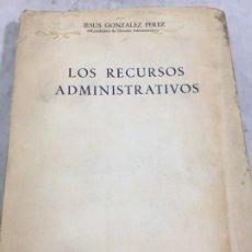 Libros de segunda mano: LOS RECURSOS ADMINISTRATIVOS JESUS GONZALEZ PEREZ 1960 1ª EDICIÓN . Lote 195537821