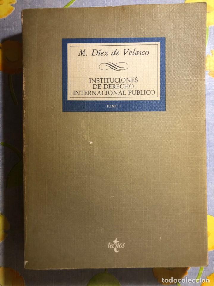 INSTITUCIONES DE DERECHO INTERNACIONAL PÚBLICO - TOMO I - M. DÍEZ DE VELASCO - TECNOS (Libros de Segunda Mano - Ciencias, Manuales y Oficios - Derecho, Economía y Comercio)