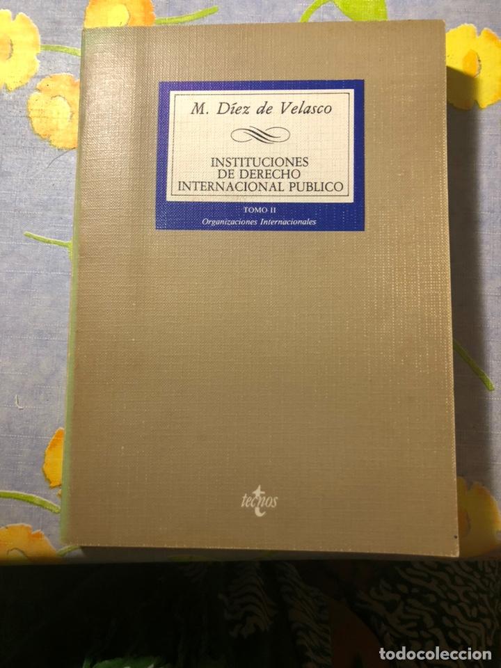 INSTITUCIONES DE DERECHO INTERNACIONAL PÚBLICO - TOMO II - M. DÍEZ DE VELASCO - TECNOS (Libros de Segunda Mano - Ciencias, Manuales y Oficios - Derecho, Economía y Comercio)