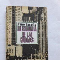 Libros de segunda mano: LA ECONOMÍA DE LAS CIUDADES - JANE JACOBS - PENÍNSULA - RARO [TEMA: LA CIUDAD]. Lote 206398908