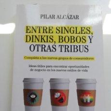 Libros de segunda mano: ENTRE SINGLES, DINKIS, BOBOS Y OTRAS TRIBUS (PILAR ALCÁZAR). Lote 214341615