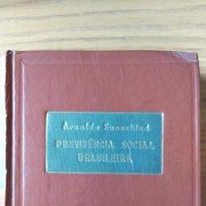 Libros de segunda mano: BRASIL, DERECHO, PREVIVENCIA SOCIAL BRASILEIRA, ARNALDO SUSSEKIND, ED. FREITAS BASTOS, 1955 DEDICADO. Lote 217904681