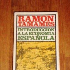 Libros de segunda mano: TAMAMES, RAMÓN. INTRODUCCIÓN A LA ECONOMÍA ESPAÑOLA (EL LIBRO DE BOLSILLO ; 90. CIENCIA Y TÉCNICA). Lote 218835572