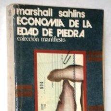 Libros de segunda mano: ECONOMÍA DE LA EDAD DE PIEDRA POR MARSHALL SAHLINS DE ED. AKAL EN TOLEDO 1977 PRIMERA EDICIÓN. Lote 219753052