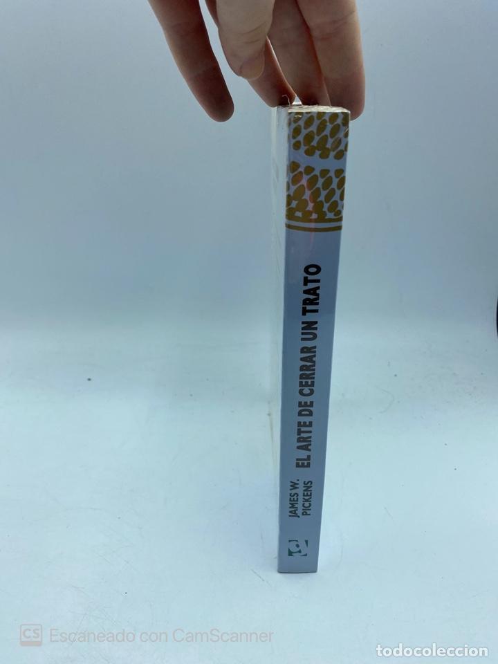 Libros de segunda mano: EL ARTE DE CERRAR UN TRATO. JAMES W. PICKENS. EDITORIAL GRIJALBO. NUEVO. PRECINTADO. - Foto 2 - 220456072