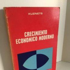 Libros de segunda mano: CRECIMIENTO ECONOMICO MODERNO. SIMON KUZNETS. BIBLIOTECA DE CIENCIAS SOCIALES. AGUILAR.. Lote 220829960