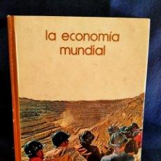 Libros de segunda mano: LA ECONOMÍA MUNDIAL. BIBLIOTECA SALVAT. LB 25. Lote 230171525