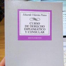 Libros de segunda mano: CURSO DE DERECHO DIPLOMÁTICO Y CONSULAR, EDUARDO VILARIÑO, ED. TECNOS. DEDICADO POR EL AUTOR. 2018. Lote 235732605