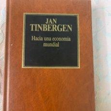 Libros de segunda mano: JAN TINBERGER,HACIA UNA ECONOMÍA MUNDIAL. Lote 264421414
