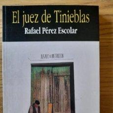 Libros de segunda mano: EL JUEZ DE TINIEBLAS PÉREZ ESCOLAR, RAFAEL, ED. PLAZA, 1995. Lote 288489793