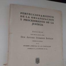 Libros de segunda mano: PERFECCIONAMIENTO DE LA ORGANIZACIÓN Y PROCEDIMIENTO DE LA JUSTICIA. ITURMENDI. 1964.. Lote 293890163