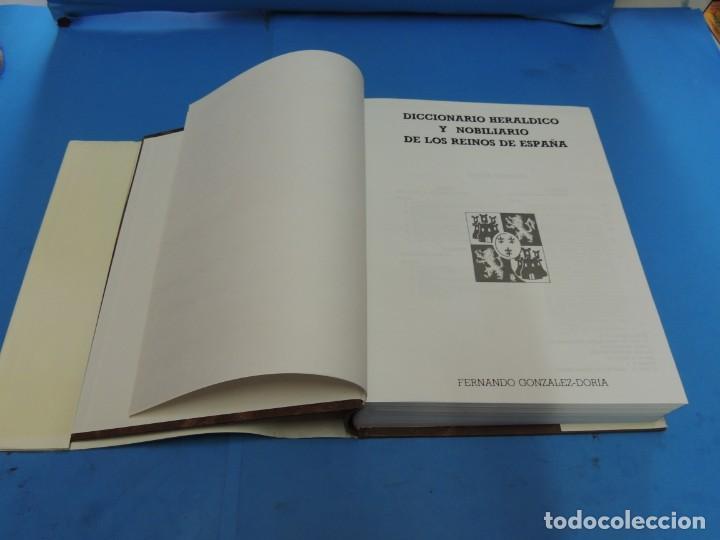 Diccionarios de segunda mano: DICCIONARIO HERÁLDICO Y NOBILIARIO DE LOS REINOS DE ESPAÑA.- FERNANDO GONZÁLEZ-DORIA - Foto 3 - 277176023