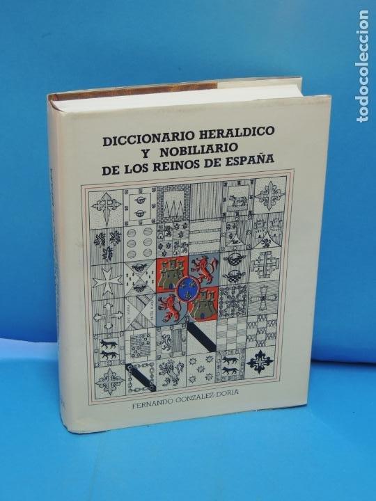DICCIONARIO HERÁLDICO Y NOBILIARIO DE LOS REINOS DE ESPAÑA.- FERNANDO GONZÁLEZ-DORIA (Libros de Segunda Mano - Diccionarios)