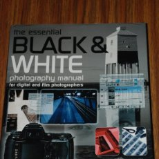 Libros de segunda mano: THE ESSENTIAL BLACK & WHITE PHOTOGRAPHY MANUAL OR DIGITAL AND FILM PHOTOGRAPHER. MIKE CRAWFORD. . Lote 27526111