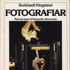 Libros de segunda mano: FOTOGRAFIAR - BURKHART KIEGELAND - CIRCULO DE LECTORES 1982. Lote 27587775