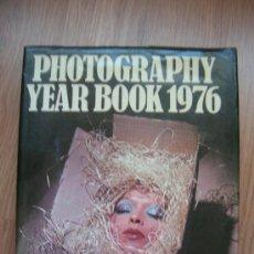 Libros de segunda mano: PHOTOGRAPHY YEAR BOOK 1976 - BY JOHN SANDERS. Lote 30417256