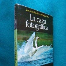 Libros de segunda mano: LA CAZA FOTOGRAFICA. Y CON TODOS LOS TRUCOS PARA FOTOGRAFIAR ANIMALES -1979 - 1ª EDICION EN ESPAÑOL. Lote 30820384