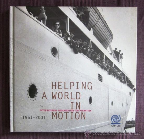 HELPING A WORLD IN MOTION - INTERNATIONAL ORGANIZATION FOR MIGRATION (OIM) (Libros de Segunda Mano - Bellas artes, ocio y coleccionismo - Diseño y Fotografía)