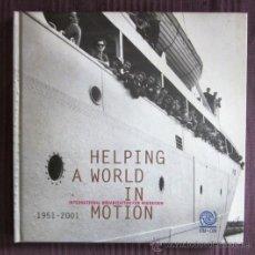 Libros de segunda mano: HELPING A WORLD IN MOTION - INTERNATIONAL ORGANIZATION FOR MIGRATION (OIM). Lote 31559563