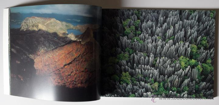 Libros de segunda mano: La Terra Des Del Cel Fotografies De Yann Arthus-Bertrand DESCATALOGADO - Foto 2 - 40326075