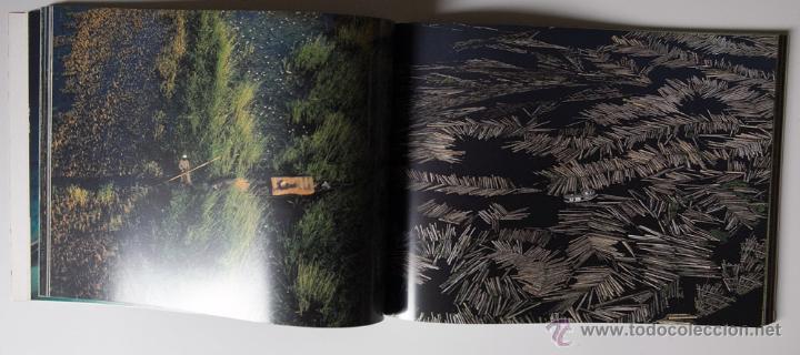 Libros de segunda mano: La Terra Des Del Cel Fotografies De Yann Arthus-Bertrand DESCATALOGADO - Foto 3 - 40326075