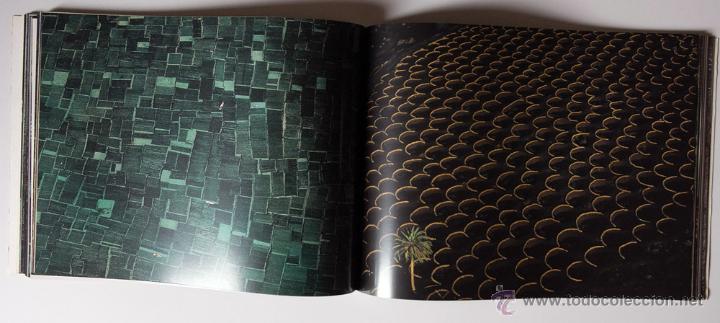 Libros de segunda mano: La Terra Des Del Cel Fotografies De Yann Arthus-Bertrand DESCATALOGADO - Foto 6 - 40326075