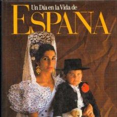 Libros de segunda mano: UN DIA EN LA VIDA DE ESPAÑA - FOTOGRAFIA. Lote 129982836