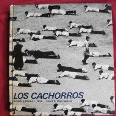 Libros de segunda mano: LOS CACHORROS DE MARIO VARGAS Y FOTOGRAFIAS DE XAVIER MISERACHS ED. LUMEN 1ª EDICION 1967. Lote 43965663