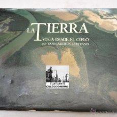 Libros de segunda mano: LA TIERRA VISTA DESDE EL CIELO - YANN ARTHUS-BERTRAND - CATÁLOGO EXPOSICIÓN 2001. Lote 46573440