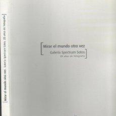 Libros de segunda mano: MIRAR EL MUNDO OTRA VEZ. GALERIA SPECTRUM SOTOS. 25 AÑOS DE FOTOGRAFÍA. 2002. Lote 46829099