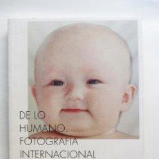 Libros de segunda mano: DE LO HUMANO. FOTOGRAFIA INTERNACIONAL 1950-2000 (VER FOTOS). Lote 50340750