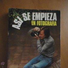 Libros de segunda mano: ASI SE EMPIEZA EN FOTOGRAFIA.MICHAEL LANGFORD,EDICIONES DAIMON 1980 ASI SE EMPIEZA EN FOTOGRAFIA.MI. Lote 51444753