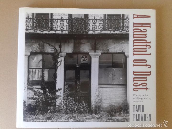 A HANDFUL OF DUST (PHOTOGRAPHS OF A DISAPPEARING AMERICA), DE DAVID PLOWDEN. (Libros de Segunda Mano - Bellas artes, ocio y coleccionismo - Diseño y Fotografía)