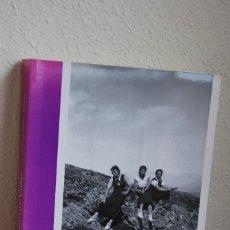 Libros de segunda mano: NUESTRAS VIDAS - ADOLFO FERNÁNDEZ-PUNSOLA - FOTOGRAFÍA - CABEZÓN DE LA SAL - CANTABRIA - 1996. Lote 63470040