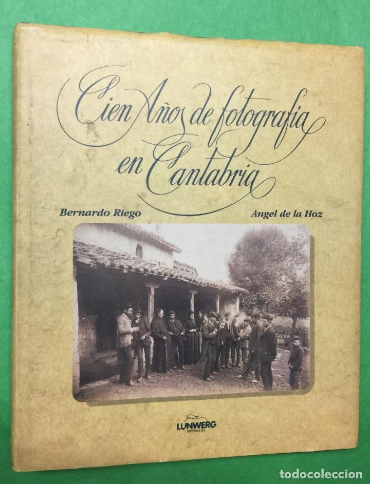 CIEN AÑOS DE FOTOGRAFÍA EN CANTABRIA - BERNARDO RIEGO Y ÁNGEL DE LA HOZ - AÑO 1987 (Libros de Segunda Mano - Bellas artes, ocio y coleccionismo - Diseño y Fotografía)