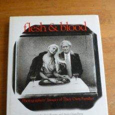 Libros de segunda mano: FLESH AND BLOOD: PHOTOGRAPHERS' IMAGES OF THEIR OWN FAMILIES ELLIOTT ERWITT EDL: CORNERHOUSE 1997 . Lote 77887201