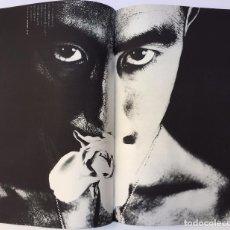 Libros de segunda mano: HOSOE ; MISHIMA. BARAKEI = KILLED BY ROSES = MUERTO POR LAS ROSAS.1963 FOTOLIBRO JAPONÉS (LUMEN). Lote 84630228