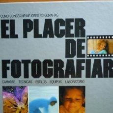 Libros de segunda mano: EL PLACER DE FOTOGRAFIAR - CÁMARAS, TÉCNICAS, ESTILOS, EQUIPOS, LABORATORIO - POR LOS EDITORES DE KO. Lote 89803156