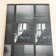 Libros de segunda mano: VIDA DE UNA FOTÓGRAFA 1990-2005 (ANNIE LEIBOVITZ) - TAPA DURA, GRAN FORMATO. Lote 95009463