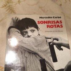 Libros de segunda mano: ANTIGUO LIBRO DE FOTOGRAFIAS SONRISAS ROTAS POR MERCEDES CARBÓ AÑO 1977. Lote 98399927