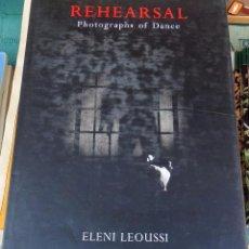 Libros de segunda mano: REHHEARSAL,PHOTOGRAPHS OF DANCE, ELENI LEOUSSI, 1998,136 PAGINAS. Lote 100118703