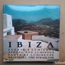 Libros de segunda mano: FOTOGRAFÍA IBIZA FUERTE Y LUMINOSA LIBRO ARQUITECTURA ARTESANÍA POPULAR 1967. Lote 103844023