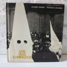 Libros de segunda mano: LOS DÍAS ILUMINADOS. ALFONSO GROSSO. FOTOGRAFÍAS FRANCISCO ONTAÑON FOTOLIBRO. PHOTOBOOK SEMANA SANTA. Lote 103930799