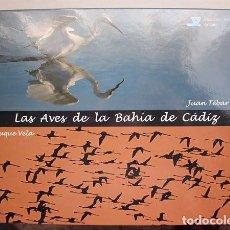 Libros de segunda mano: LAS AVES DE LA BAHÍA DE CÁDIZ. UN ENSAYO FOTOGRÁFICO. DIPUTACIÓN DE CÁDIZ 2008 . Lote 109047583