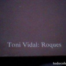 Libros de segunda mano: VIDAL, TONI - ROQUES - BARCELONA 1987 - FOTOGRAFIES VIDAL, TONI FOTOGRAFIA. POESIA. BARCELONA.. Lote 111268351